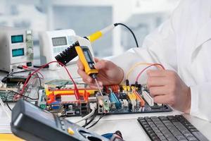 Ngành Cơ điện tử là gì? Học những gì? Gồm những chuyên ngành nào? Ra trường làm gì? Lương bao nhiêu? Có dễ xin việc không?