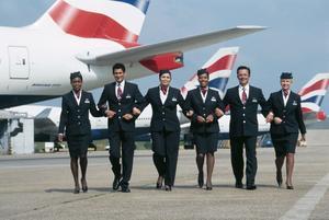 Nghề tiếp viên hàng không lương bao nhiêu? Tiêu chuẩn, điều kiện trở thành tiếp viên hàng không